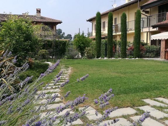 Progettare il verde realizza giardini romantico ma non troppo